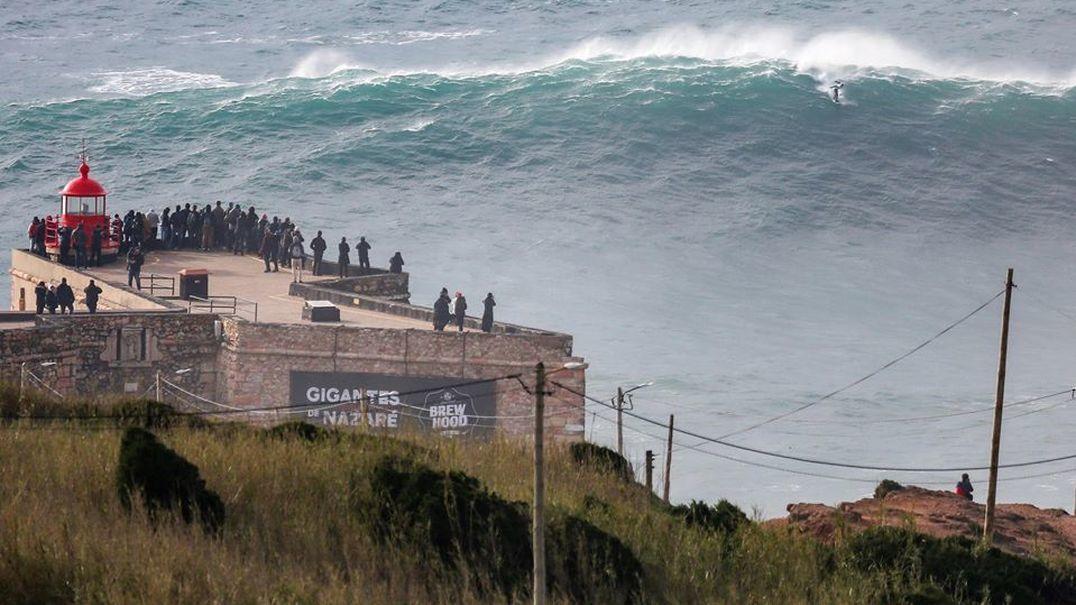 """Campeão do Mundo de Surf experimentou as ondas gigantes da Nazaré: """"Parecem um prédio"""""""