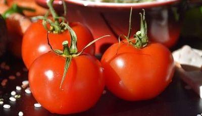 Factos nutricionais do tomate (ou porque o deve incluir sempre na dieta)