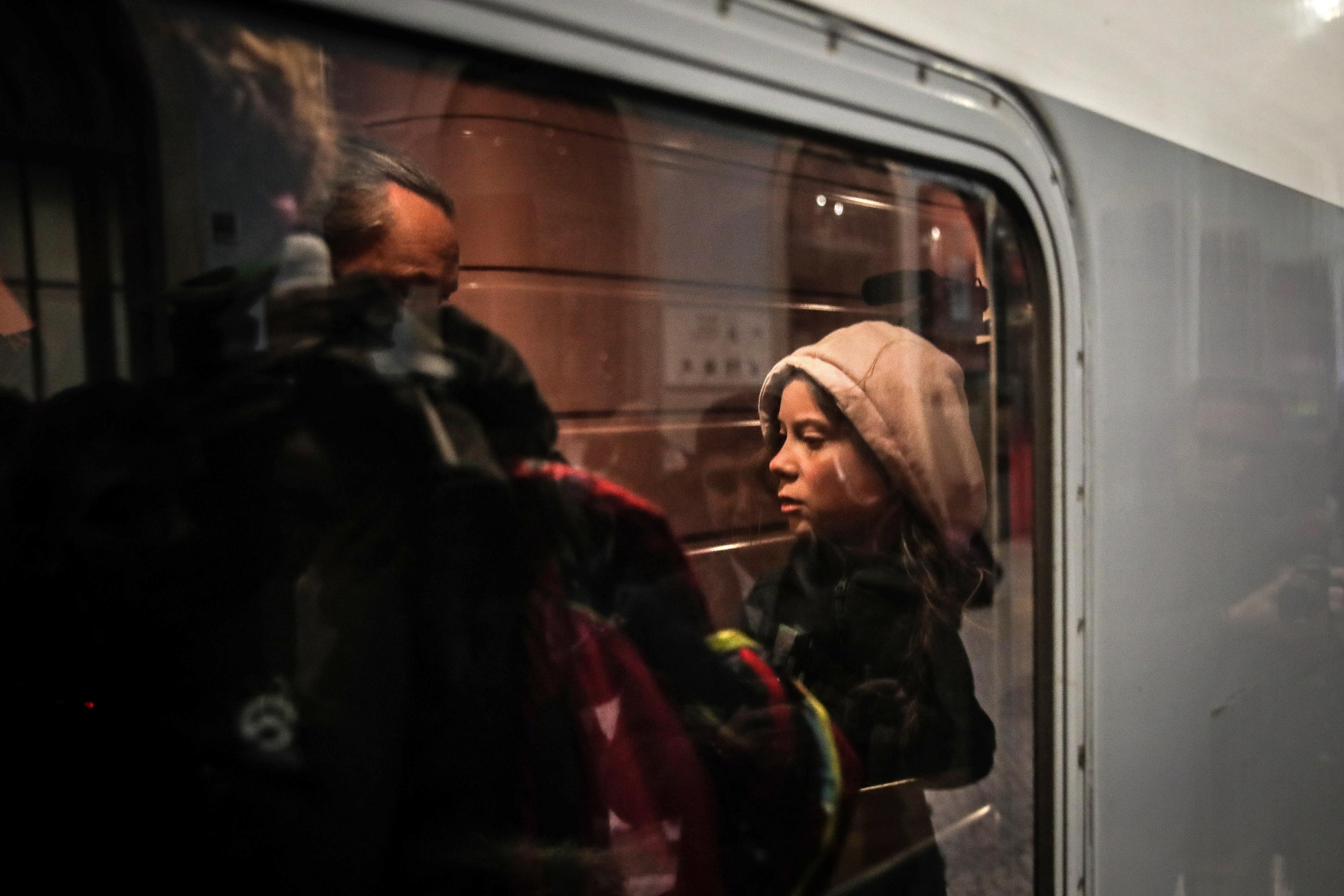 Ativista Greta Thunberg partiu de comboio para Madrid sem falar aos jornalistas