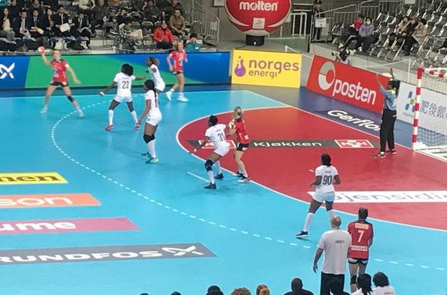 Andebol/Angola: Seleção feminina prega susto à Noruega no Mundial