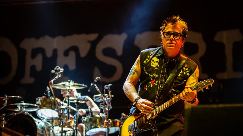 Vilar de Mouros: De um lado, a festa punk dos Offspring. Do outro, o melodrama gótico. Ganhou o punk