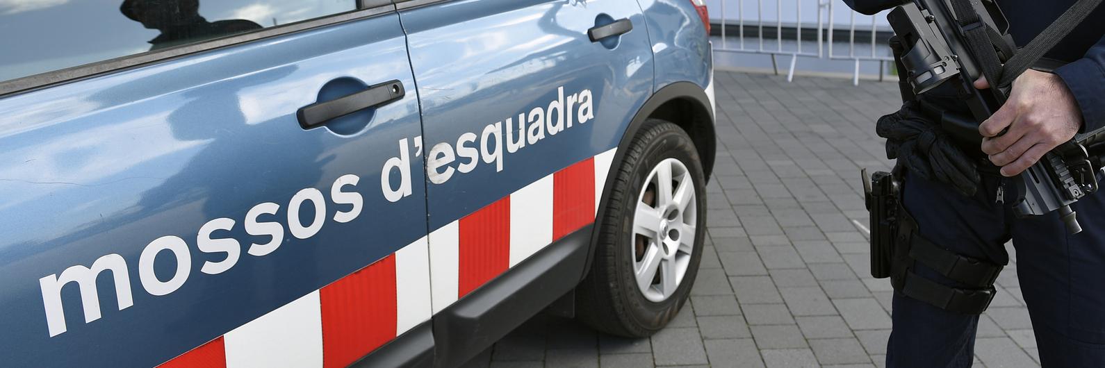 """Polícia abate homem com """"traços"""" do suspeito do ataque em Barcelona"""