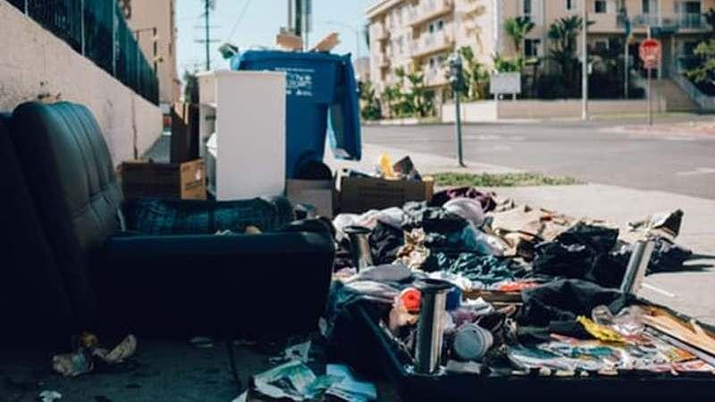Quem atirar lixo para o chão ou não apanhar os dejectos de animais pode pagar multa superior a 700€?