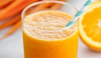 Smoothie detox de cenoura e gengibre com apenas 111 calorias para limpar os excessos da páscoa