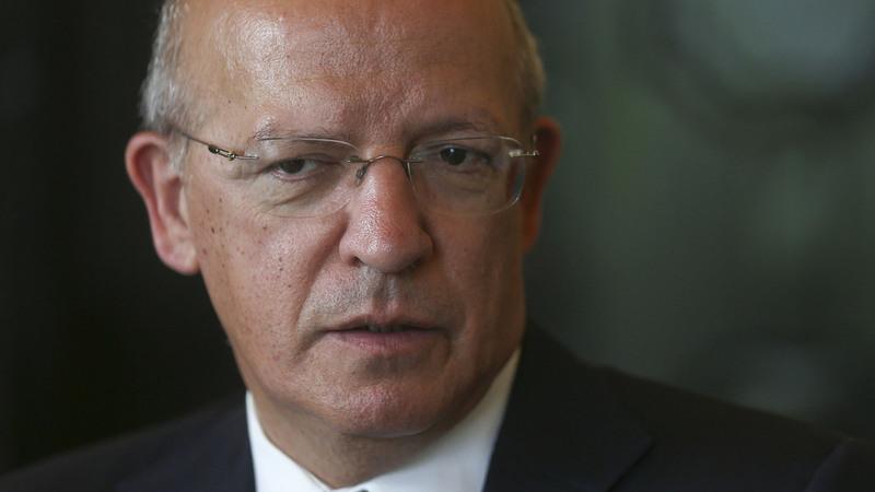 """Santos Silva diz que, 10 anos depois, Tratado de Lisboa foi """"porreiro, pá"""""""