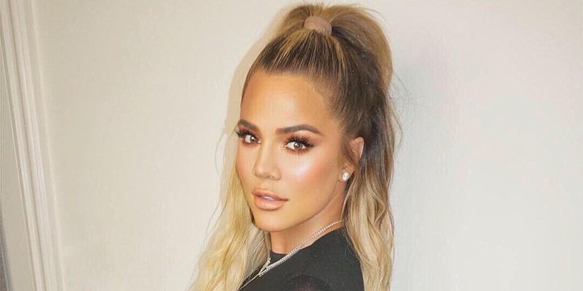 Khloé Kardashian exibe novo anel de diamantes com o nome da filha