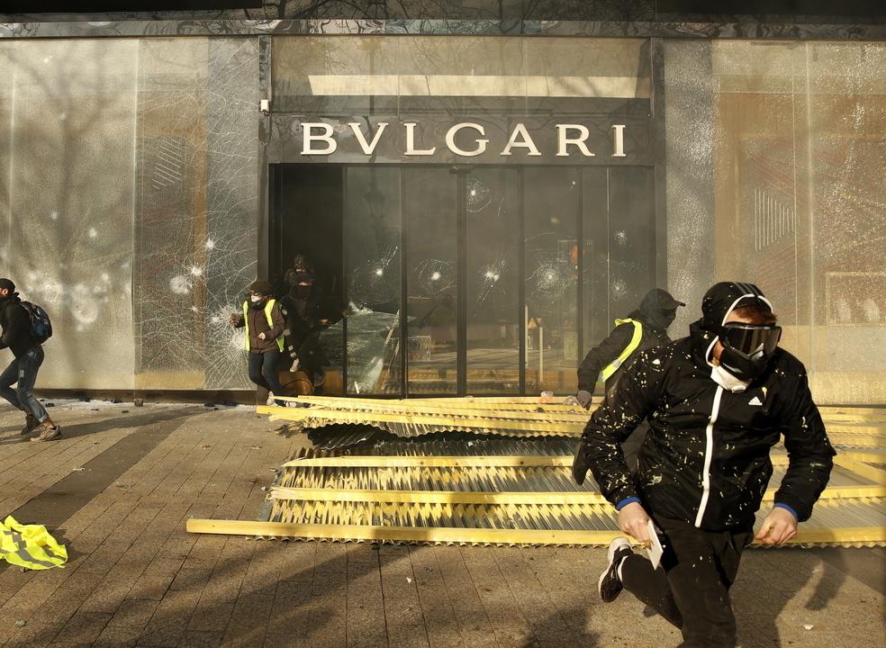 França: manifestações dos 'coletes amarelos' serão proibidas nos Campos Elísios e arredores