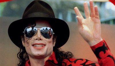 Fã que mudou de nome para Michael Jackson arrependeu-se depois de ver polémico documentário