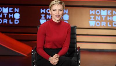 Scarlett Johansson convida avó parecida consigo para antestreia
