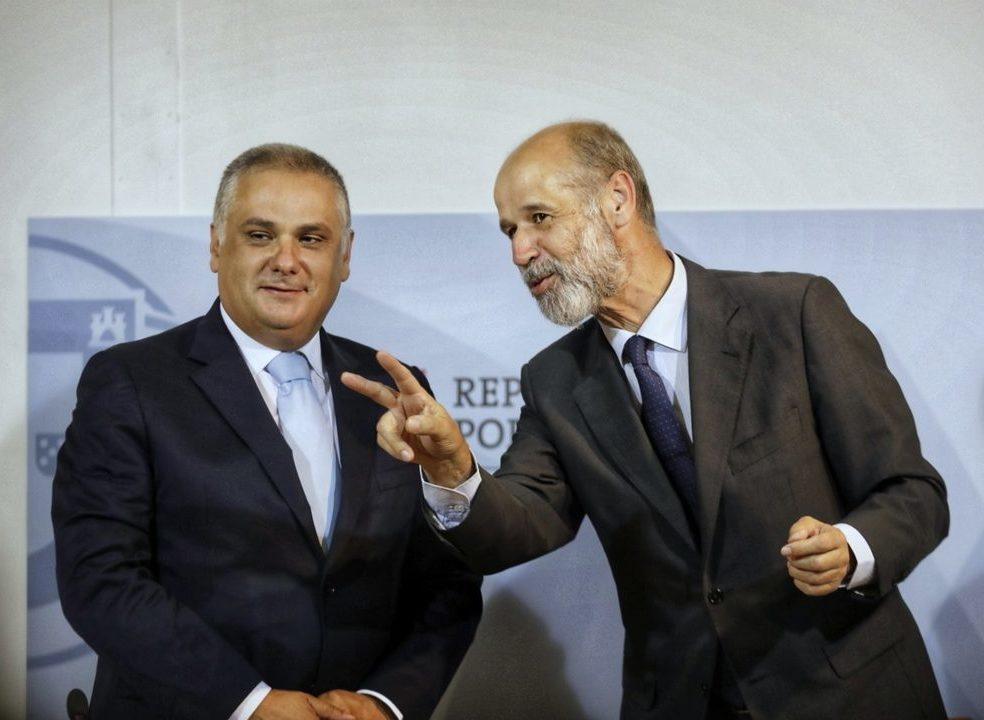 Portugal e Espanha admitem mudar regras do mercado ibérico para controlar preços da eletricidade
