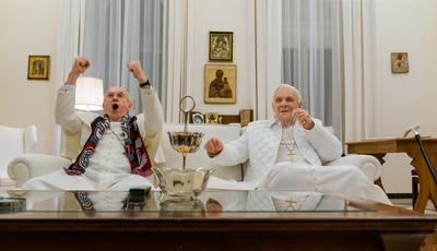 O que acontece quando dois Papas se encontram? As fotos do filme sobre Francisco e Bento XVI