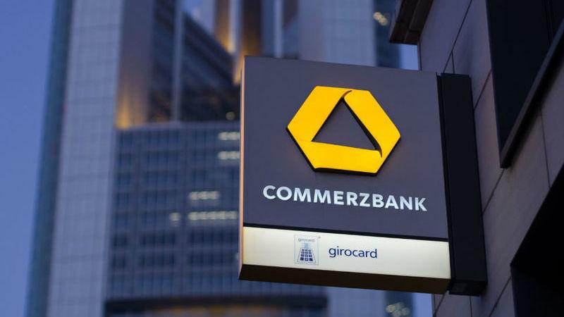 Commerzbank quer cortar mais 4.300 empregos e vender posição no polaco mBank