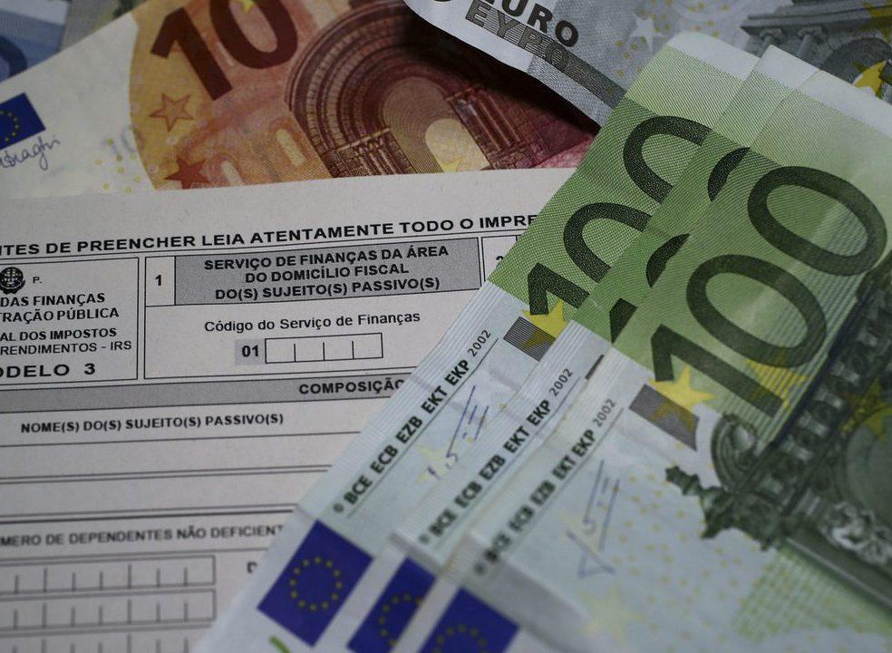 Salário deste mês é o último a pagar sobretaxa