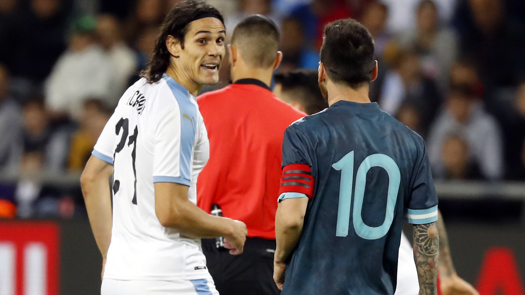 "Momento quente entre Messi e Cavani: ""Luta? É quando quiseres"""