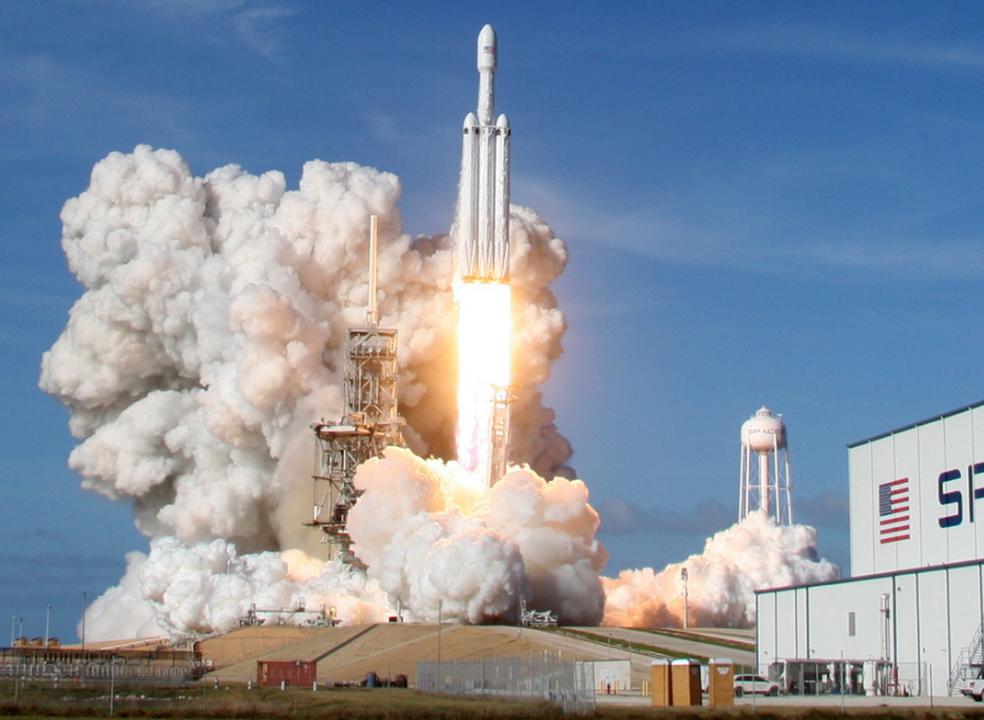 Falcon Heavy da SpaceX faz a sua terceira viagem esta madrugada. Acompanhe em direto