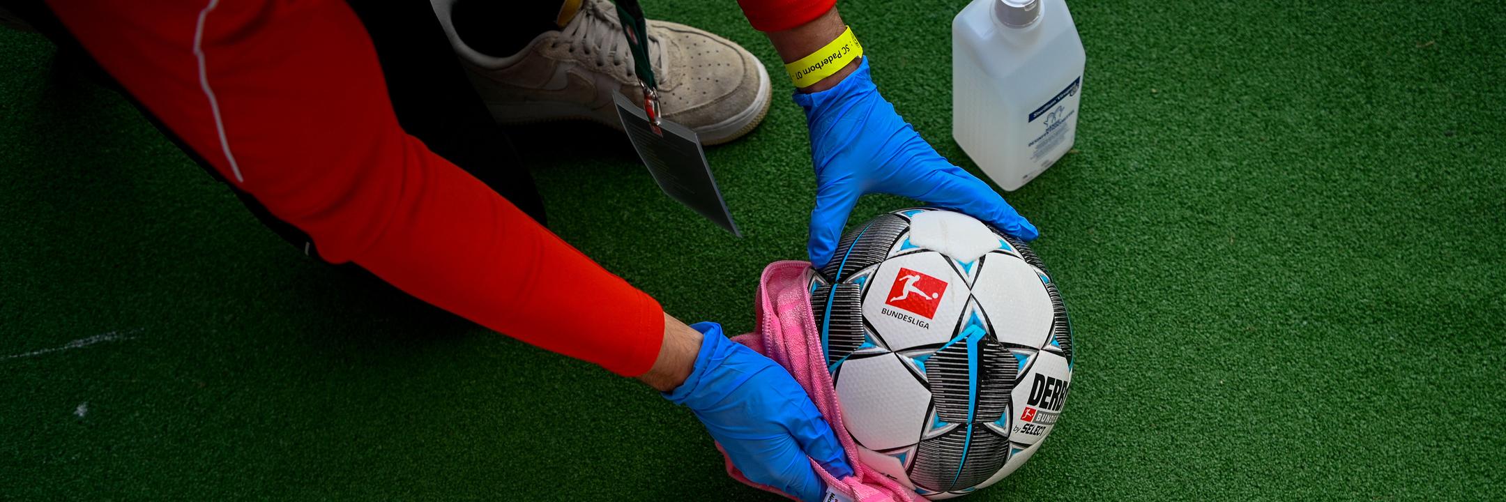 Máscaras nos bancos, desinfeção de bolas e silêncio ensurdecedor. Quais as regras para o reinício da I Liga?