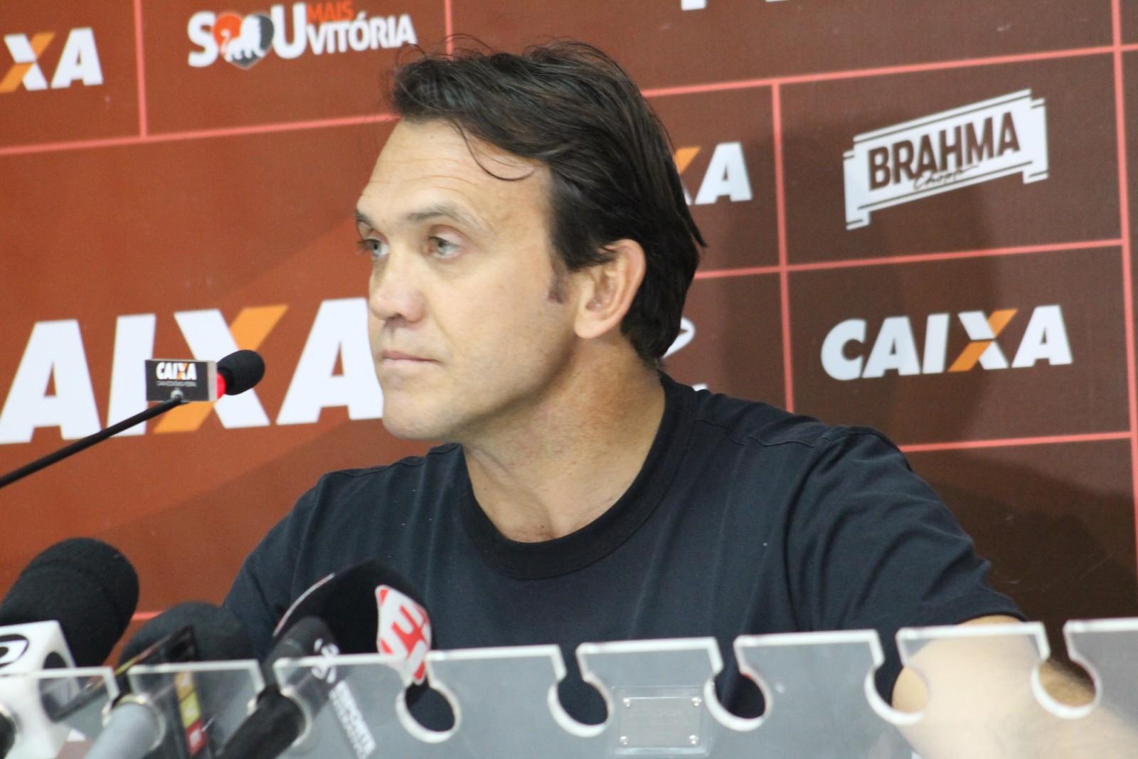 """Petkovic: """"Manda dois treinadores do Brasil para FC Porto e Benfica. Em 10 anos conseguem oito ou nove campeonatos, no mínimo"""""""