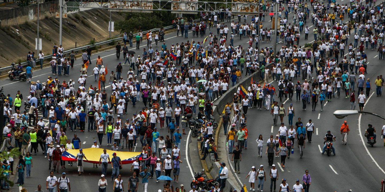 Greve geral de 12 horas na Venezuela convocada para hoje pela oposição