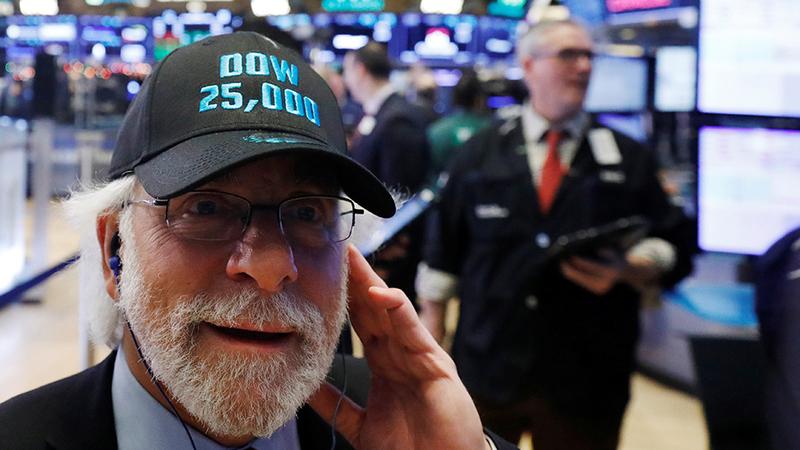 Dow Jones sobe 1,39% e recupera os 25.000 pontos
