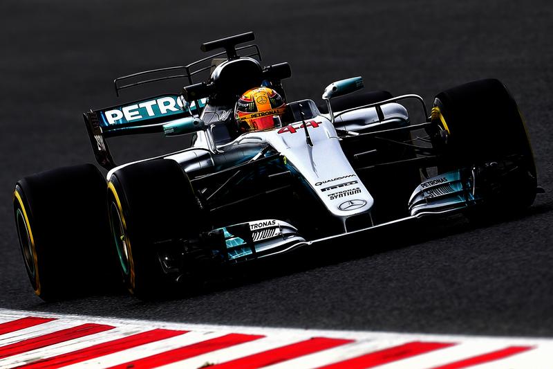 """Hamilton desconfia da Ferrari: """"De repente ficaram rápidos"""""""