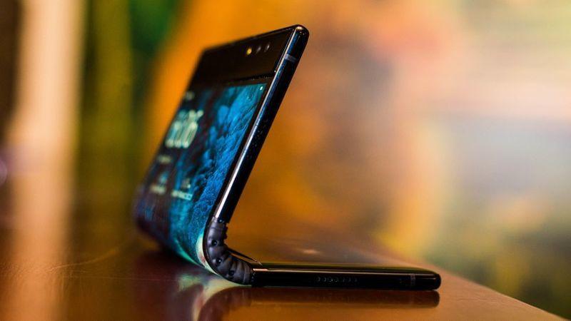 TCL prepara cinco smartphones dobráveis