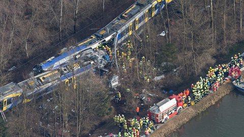 Alemanha: Colisão entre comboios faz nove mortos e mais de cem feridos