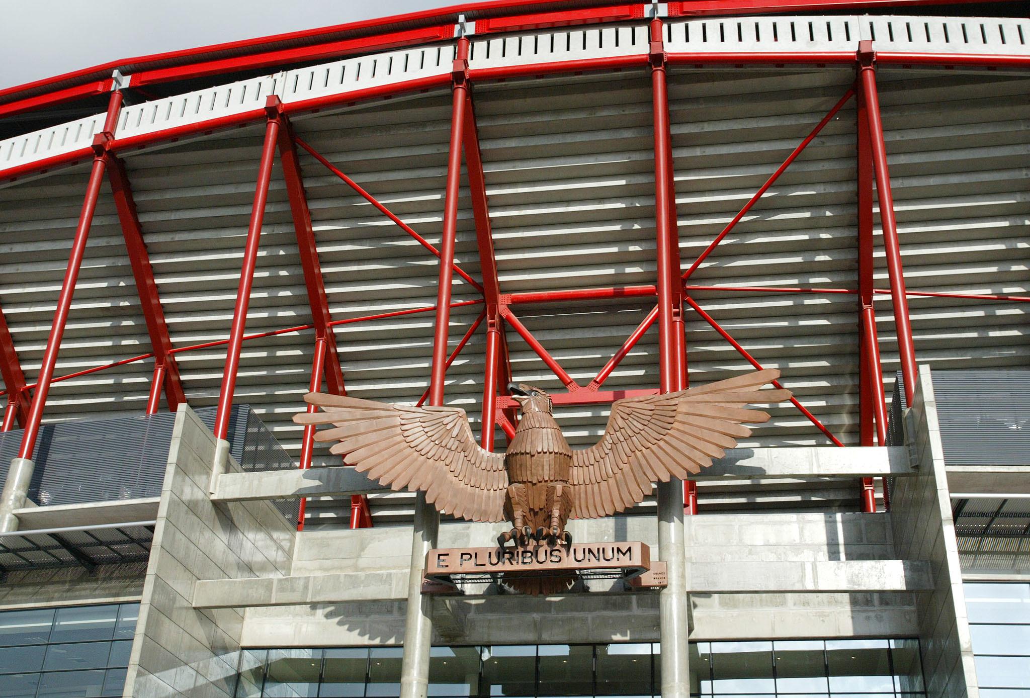 Plantel do Benfica voltou a treinar no relvado do Estádio da Luz