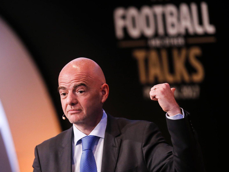 Let's talk about football, diz presidente da FIFA