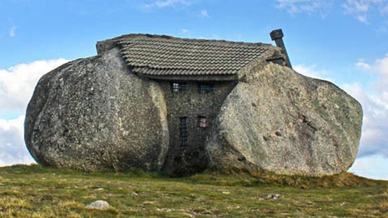 A Casa dos Flintstones é portuguesa e fica na serra de Fafe