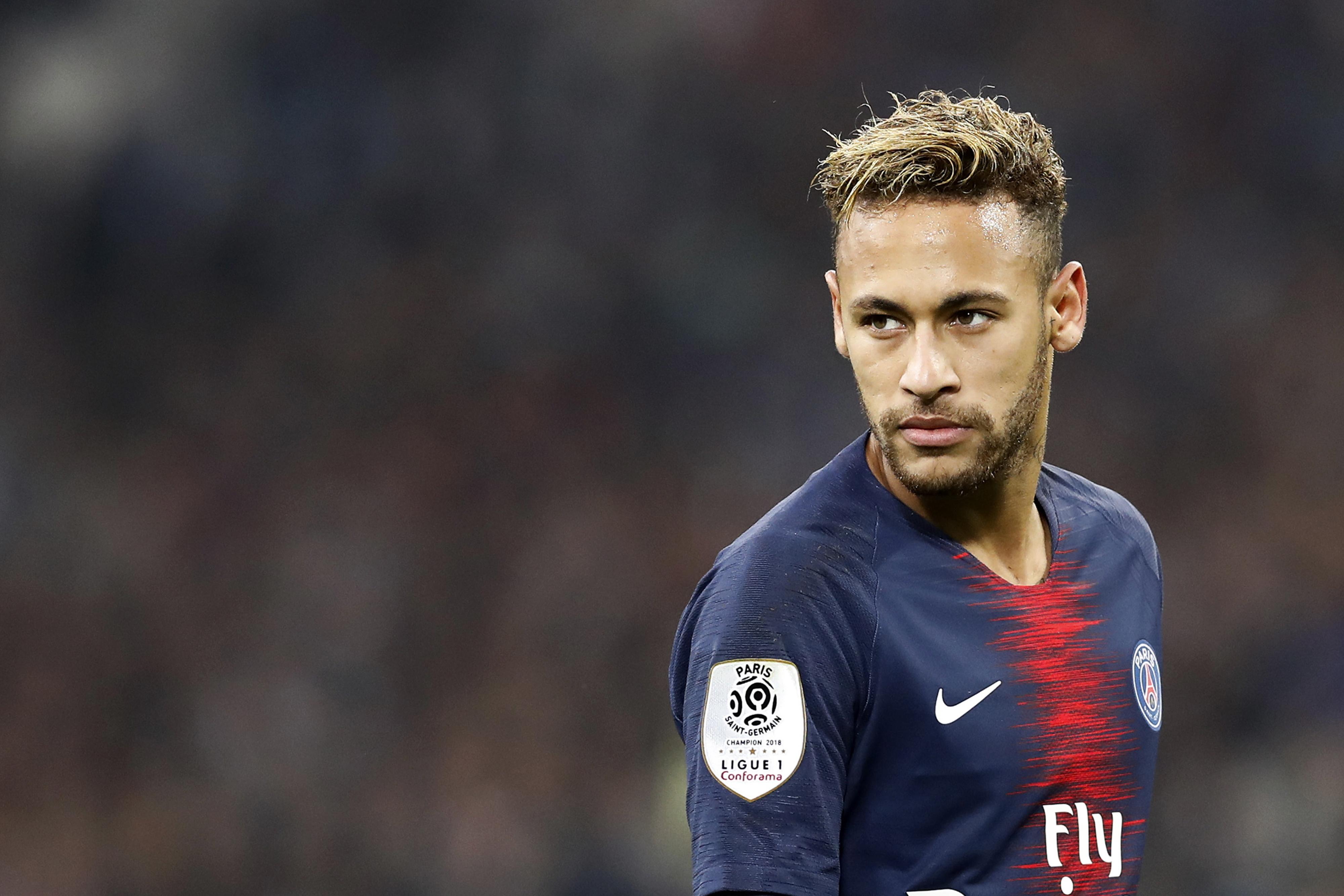 """Neymar recorda dificuldades na infância: """"Um dia disse à minha mãe que ia ser rico e comprar uma fábrica de bolachas. Ela ainda chora quando fala nisso"""""""
