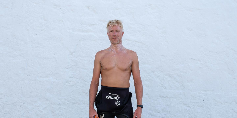 Ele queria atravessar a nado a costa sul da ilha Terceira para alertar para o estigma da depressão, mas uma picada de caravela obrigou-o a desistir