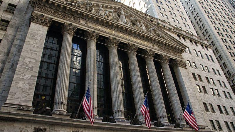 Dia volátil em Wall Street termina em terreno positivo
