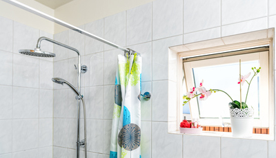 Cortina de banho low cost. Aprenda a fazer uma num ápice