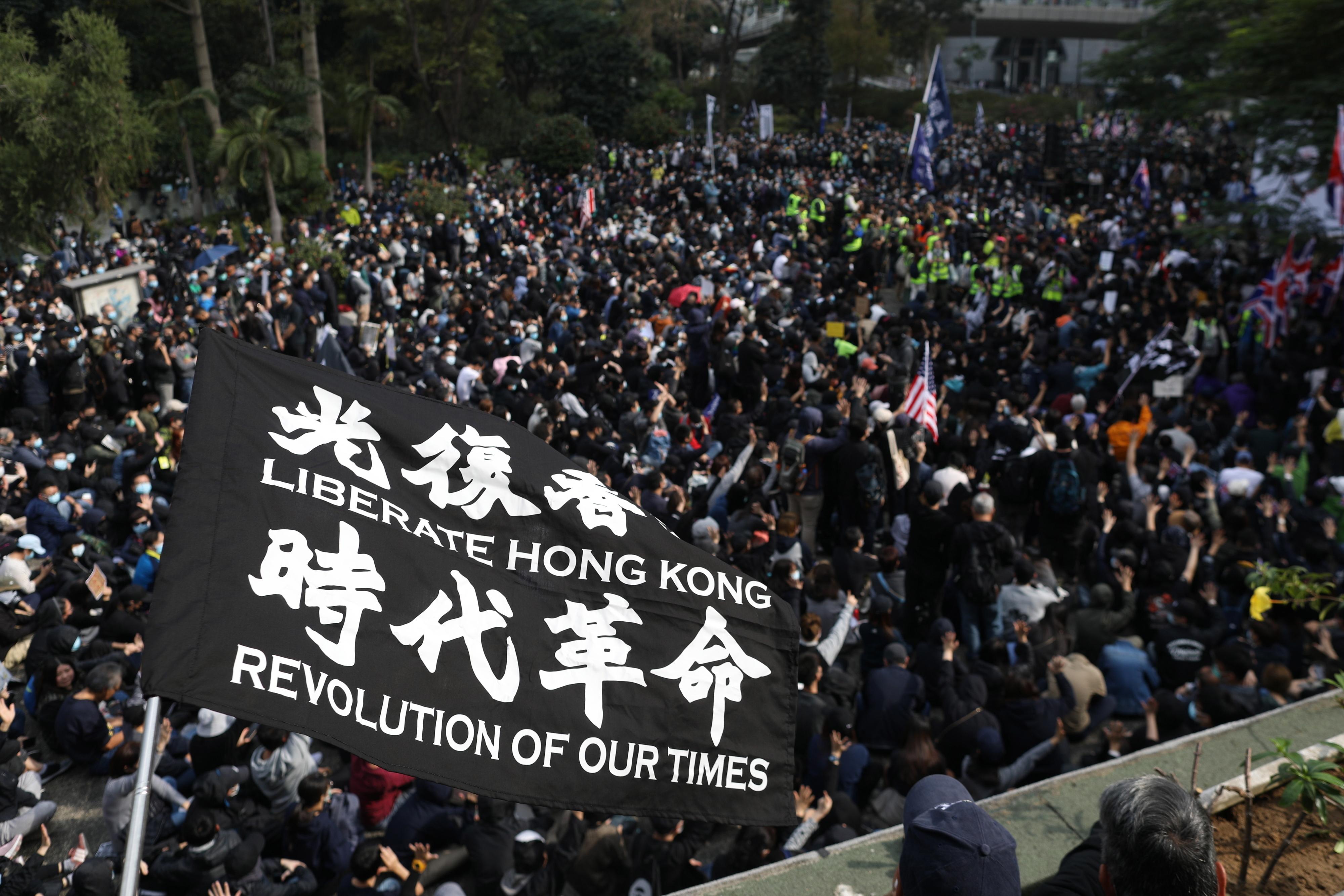 Polícia de Hong Kong responde a manifestação com gás lacrimogéneo