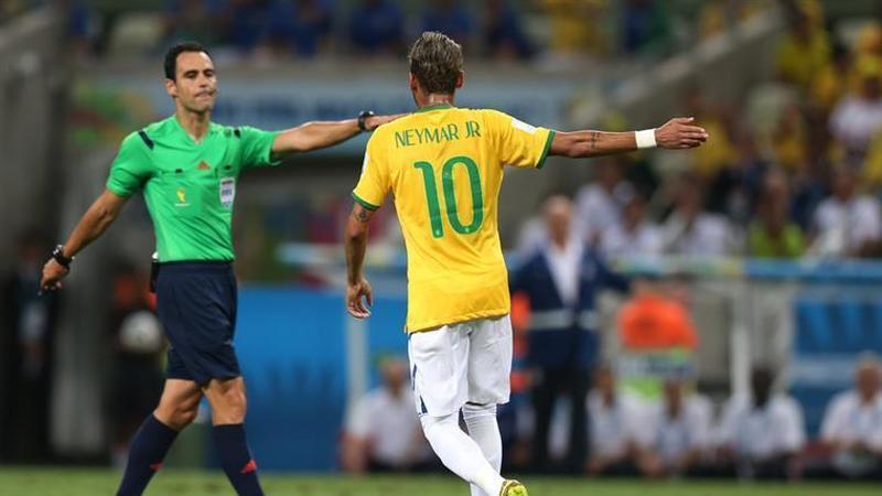 """Neymar: """"Falar até papagaio fala, agora fazer..."""""""