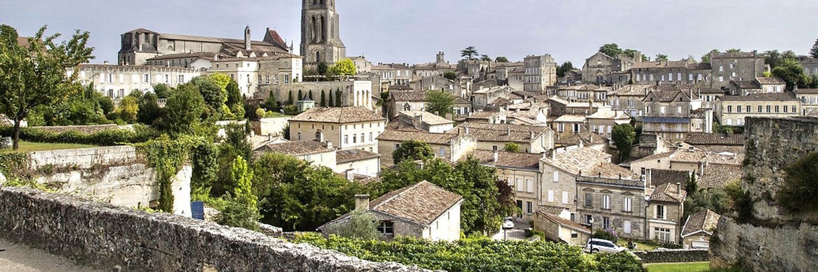 São muitos os vinhos lendários produzidos na região de Bordéus, mas esta cidade tem mais para oferecer
