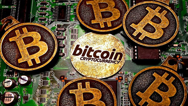 Bolha prestes a rebentar? Bitcoin faz trajetória da euforia das túlipas e das empresas 'dotcom'
