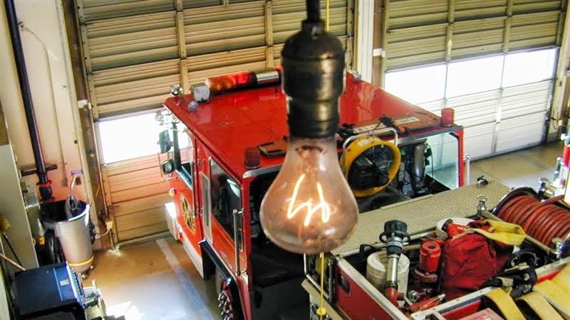 A enigmática lâmpada que funciona desde 1901