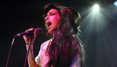 De Amy Winehouse a Roy Orbison: cantores transformados em hologramas para concertos