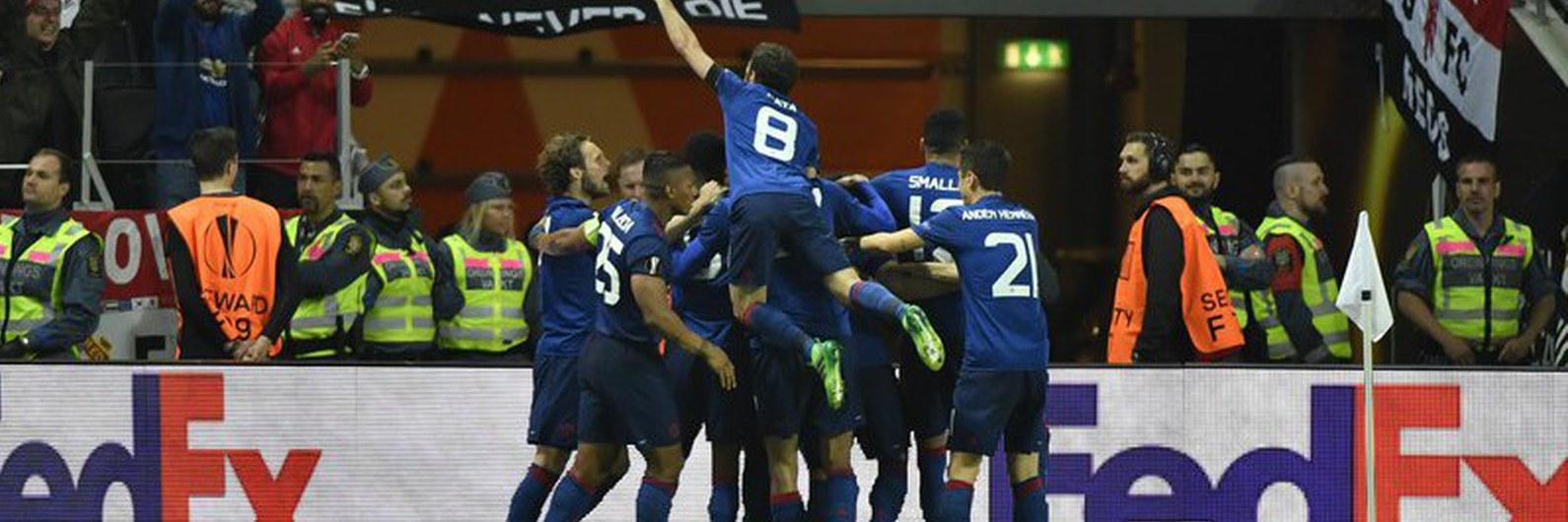 United de Mourinho vence Liga Europa numa homenagem às vítimas de Manchester