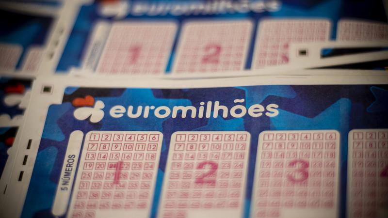 'Jackpot' de 100 milhões de euros do Euromilhões saiu a apostador em Portugal