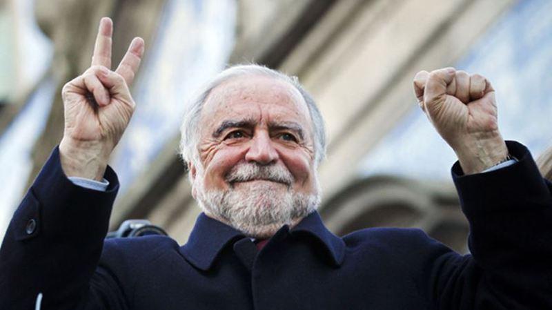 Manuel Alegre em campanha pelas ruas do Porto