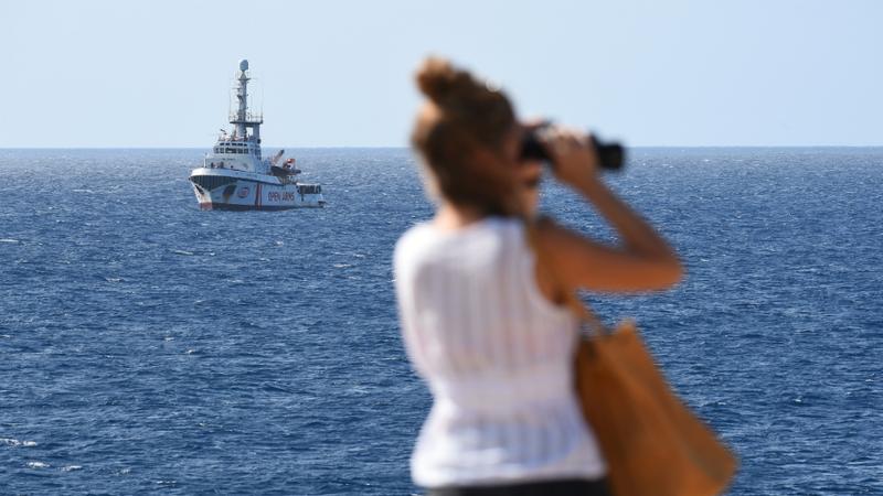 """Matteo Salvini autoriza desembarque de menores a bordo do """"Open Arms"""""""