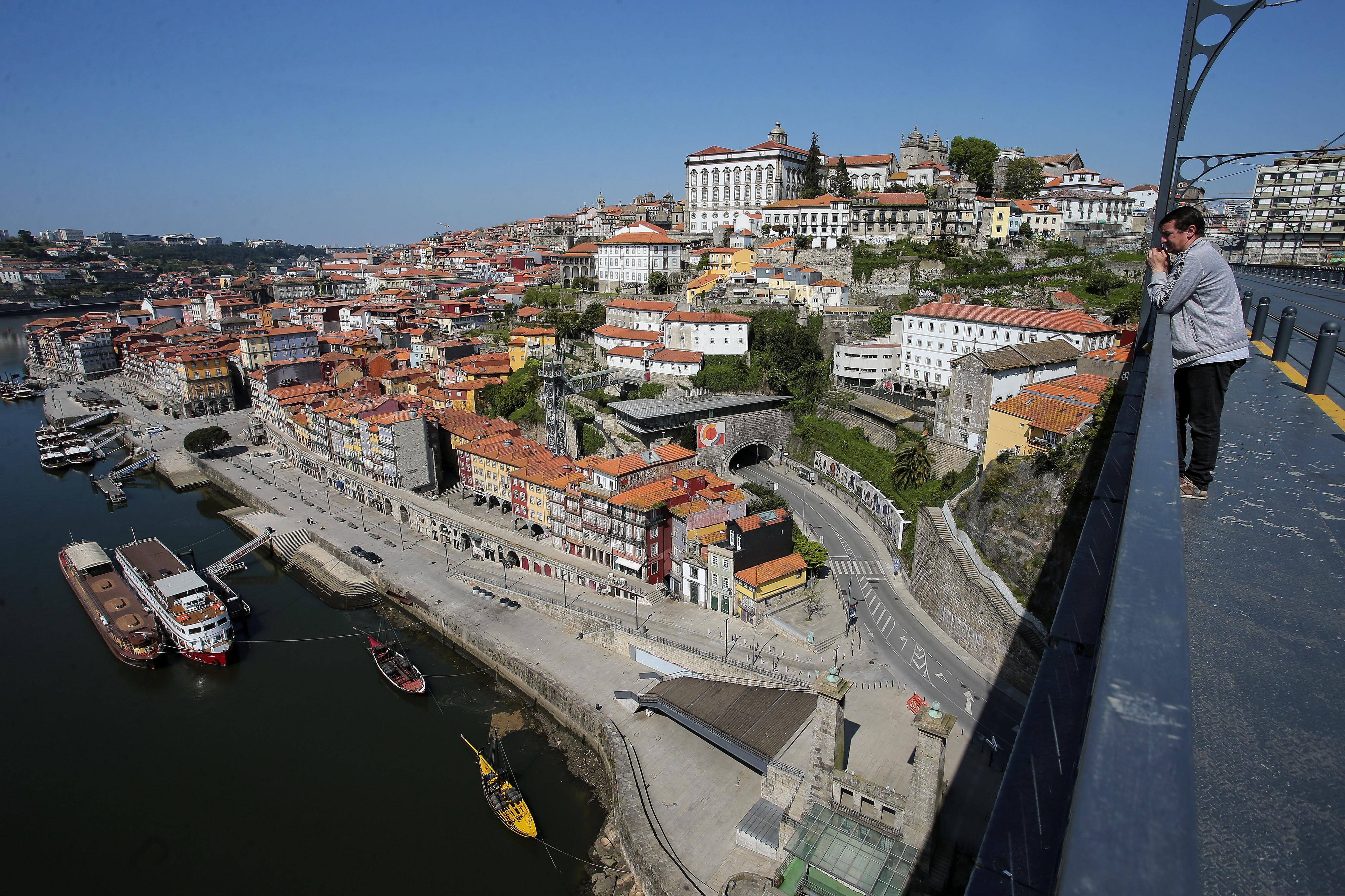 Área Metropolitana do Porto quer usar fundos comunitários para comprar computadores para alunos carenciados