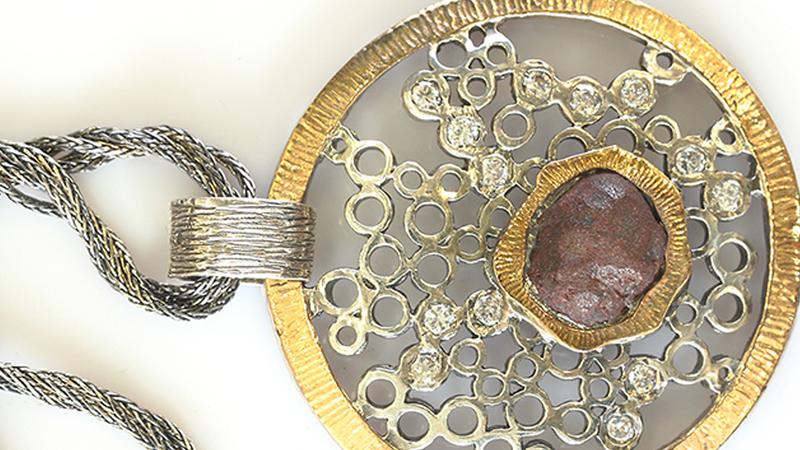 Nova moda: jóias vindas do espaço