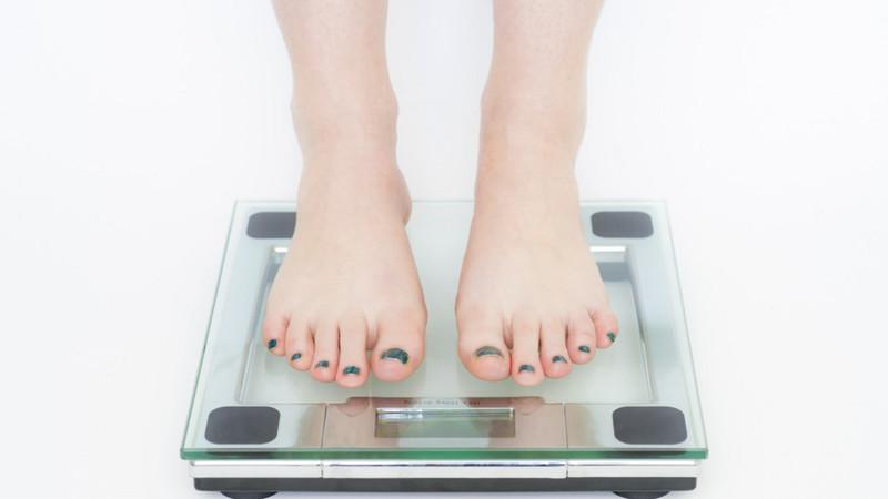 Os casais ganham em média 8kg no primeiro ano da relação