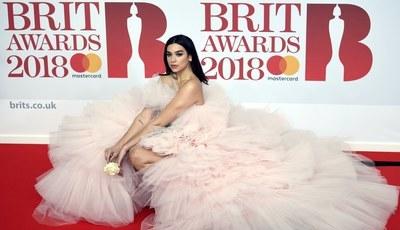 A jovem realeza da música britânica. Dua Lipa, Stormzy e Ed Sheeran triunfam nos Brit Awards