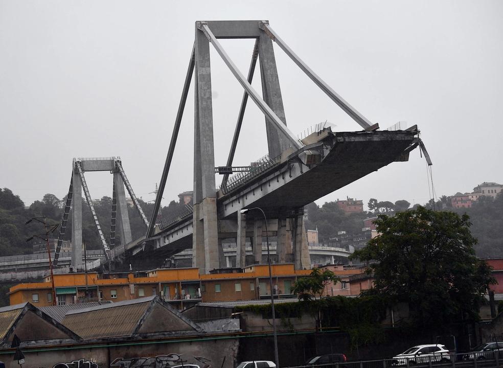 Ponte sobre autoestrada colapsa em Génova. Autoridades referem dezenas de vítimas