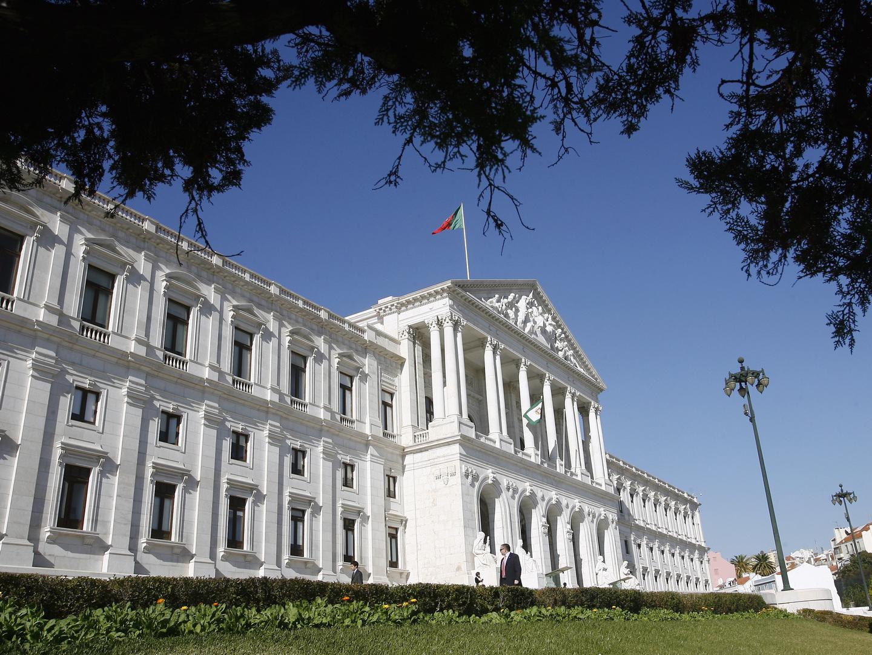 Um minuto de silêncio na Assembleia da República em memória das vítimas do atentado em Londres