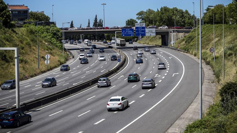 Uso do telemóvel ao volante com multas mais pesadas